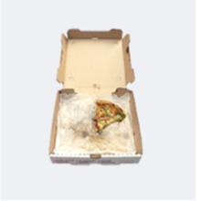 Caja de pizza con restos de pizza